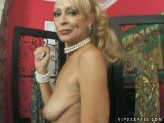 Hillarious and spoiled blondie Natasha Skinski sucks a delicious lollicock