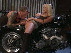 Sexited blondie Stormy Daniels fucks the biker